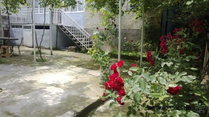 ქირავდება სახლი ქალაქ ბორჯომში,სააკაძის ქ16-ში ავტოსადგურთან ახლოს